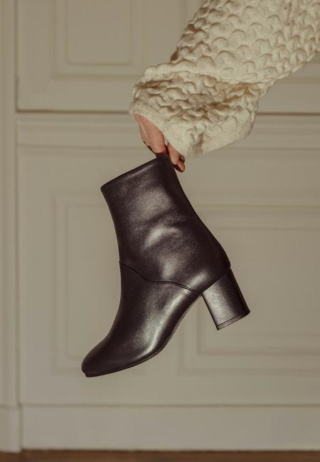 Anne Thomas Mimo Zafiro Boots - NAVY