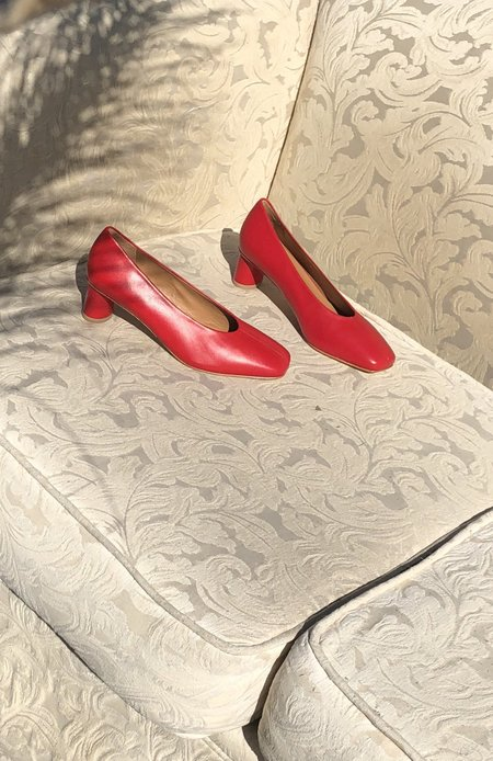 LOQ Camila Leather Pump - Red