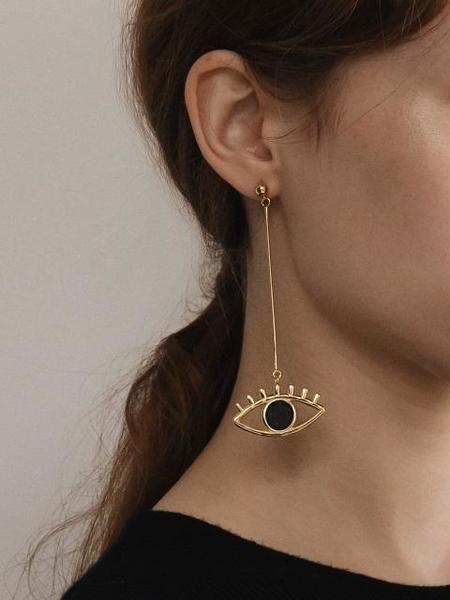 CONTEMPO.H Black Serpentine Mismatched Eye Earrings
