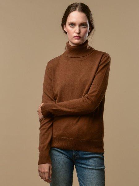 PURE CASHMERE NYC Turtleneck Sweater - Deep Camel