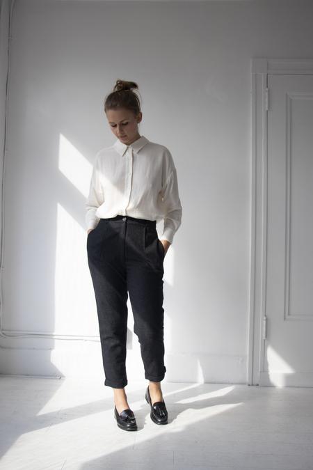 7115 by Szeki Wool Cropped Trouser - Charcoal