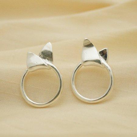 Sunday Feel Leaf Loop Stud Earrings - Silver