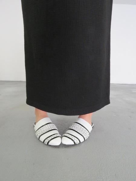 Sobe Handmade Leather Babouche - White/Black