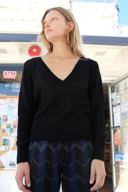 Beklina Baby Alpaca Deep V knit - Black