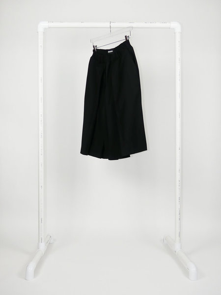 MOOHONG PLEATS SKIRT SHORT - BLACK