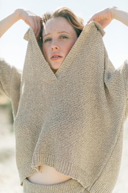 clō stories Frida Polo Knit - sand