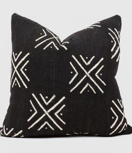 Bryar Wolf Bobo Mud Cloth Pillow - Black