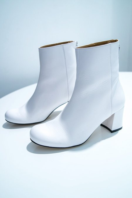 About Arianne Milos Boot - white