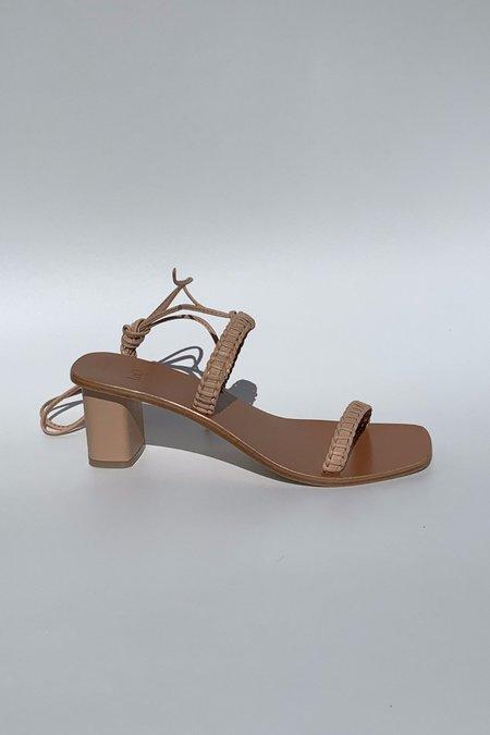 LOQ Leona Sandal in Nude