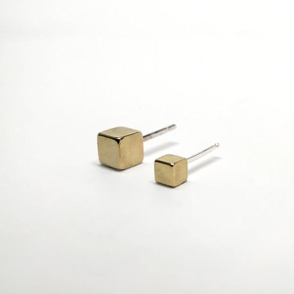 7115 by Szeki Cubes Stud Earrings II