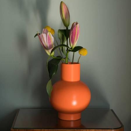 MOMA Small Raawii Strøm Vase - Vibrant Orange