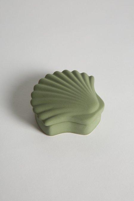 Los Objetos Decorativos Seashell Box - juniper