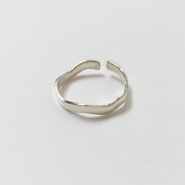 Upper Metal Class Wave Ring