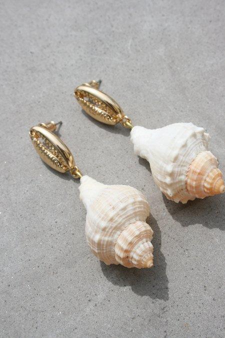 AMBER SCEATS Amelia Earrings - Natural Shell