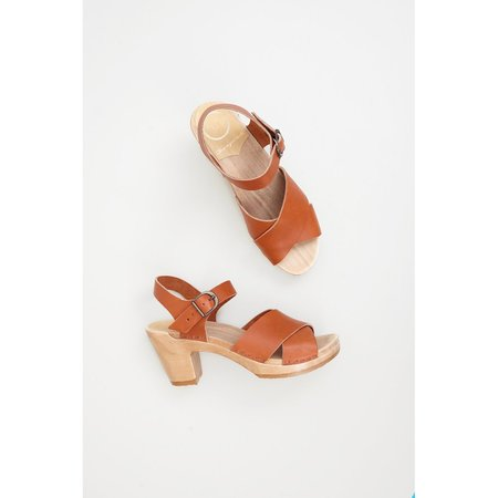NO.6 COCO CROSS FRONT CLOG - CARAMEL
