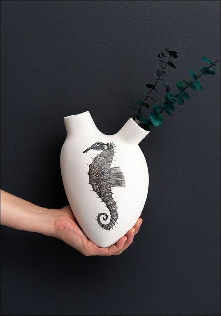 FOS Ceramiche Hand Painted Seahorse Porcelain Heart Wall Vase - white