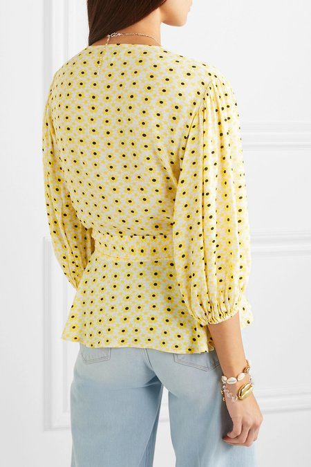 Ganni PRINTED CREPE WRAP BLOUSE - Yellow