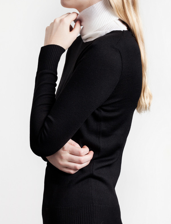 Etienne Deroeux Mila Turtleneck Black/White