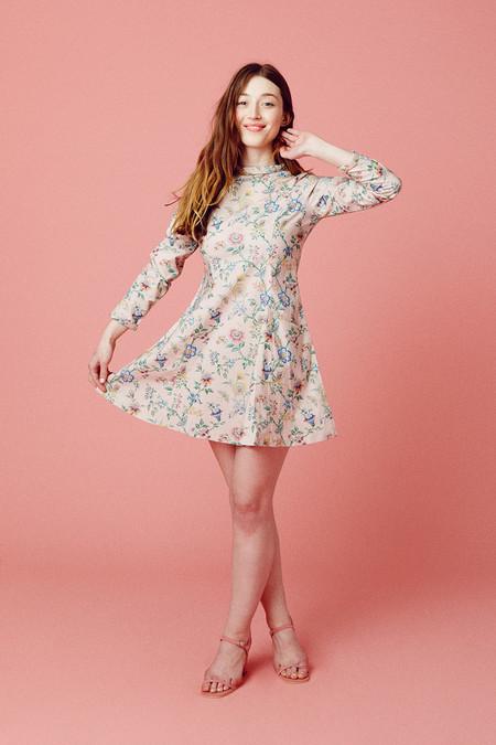 Samantha Pleet Passion Dress - Pink Wallpaper