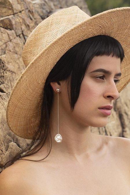 YUUN Pisar Earrings - Silver/Pearl
