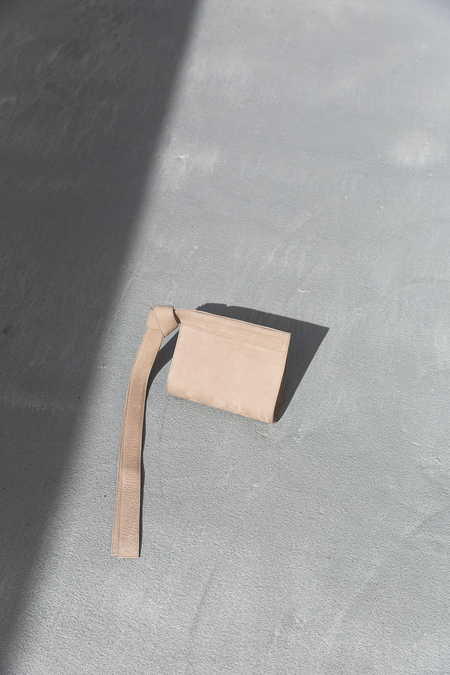 TSATSAS TAPE BAG NUBUCK - TAUPE/GOLD