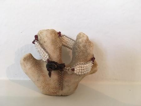 Kalasoma Pearl & Garnet bracelet
