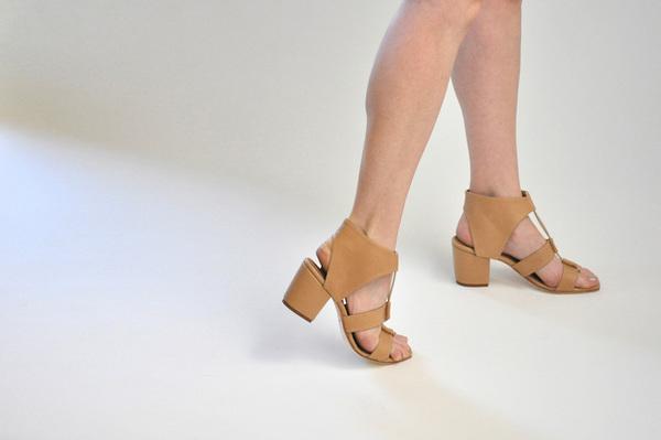The Palatines Satis Block Heel Sandal w/thong - Tan Leather
