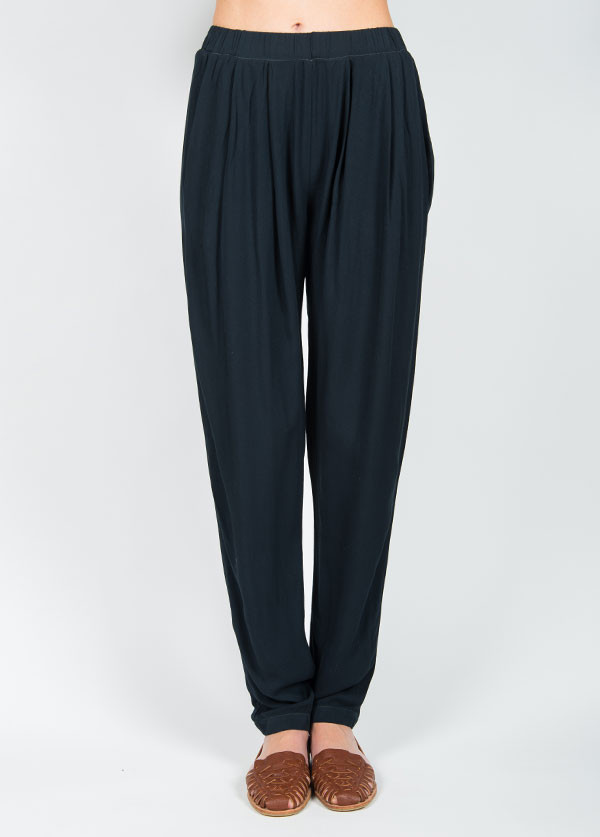 Black Crane Pleats Pant in Grey Black
