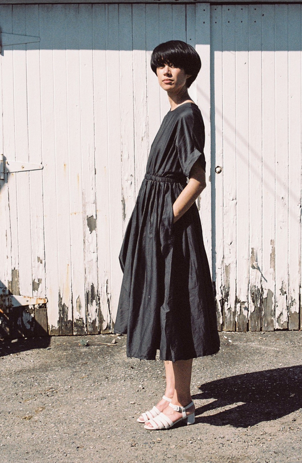 Black Crane Pleated Dress - charcoal