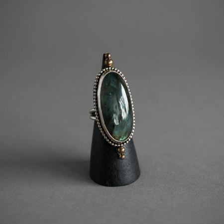 Stray Labradorite Elva Ring