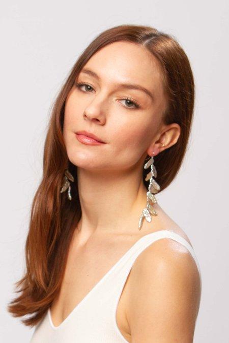 Alajas Tinik pearl earrings - silver