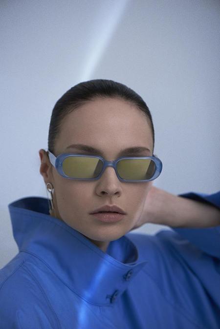 Carla Colour Ovale Sunglasses - Electron/Charge