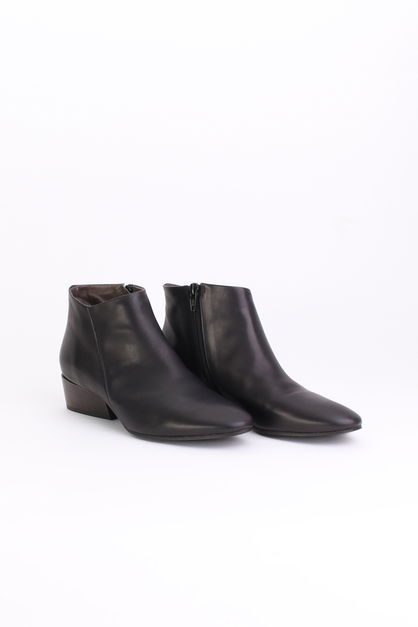 Coclico Whit bootie in black