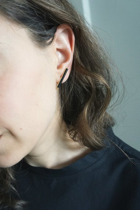 BEATRIZ PALACIOS BAR EARRINGS - Gold/Onyx