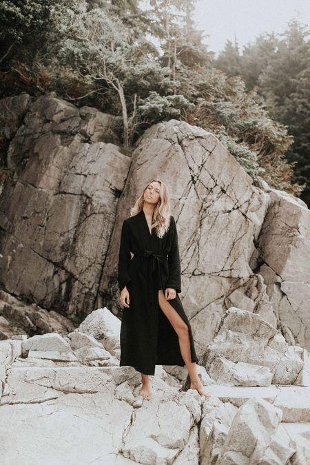BAHHGOOSE WRAP robe - black