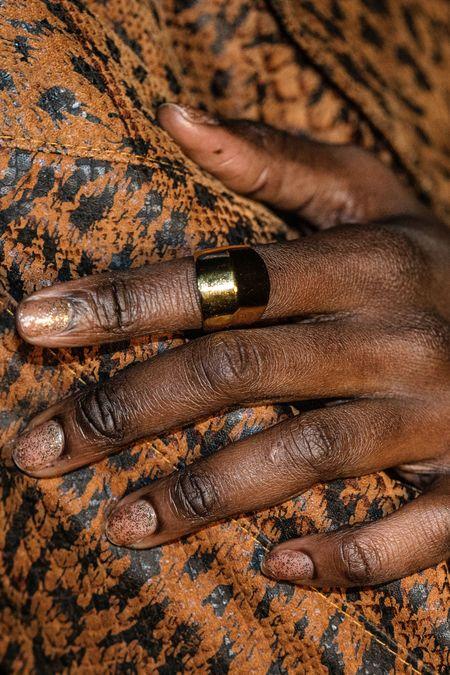 PAR ICI Knuckle Ring