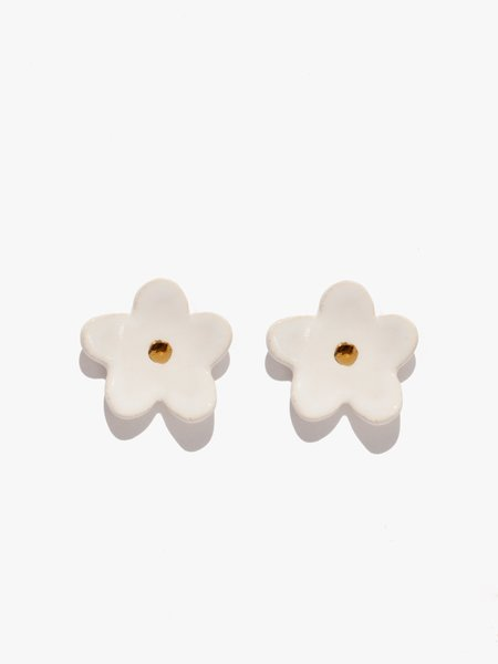 The Pursuits of Happiness Flower Earrings - Off White