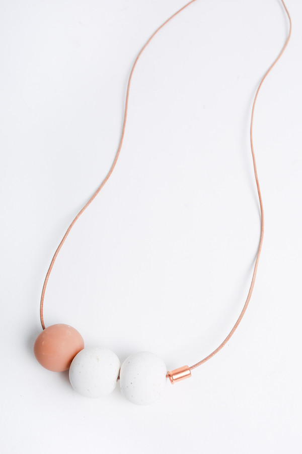 Pepper Train The Everyday Necklace in nude/white