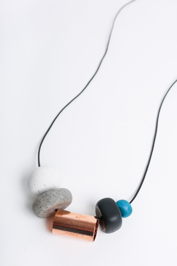 Pepper Train The everyday necklace in teal/white/black