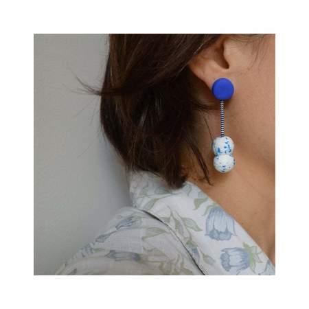 Poketo Double Ball Earrings - blue/white
