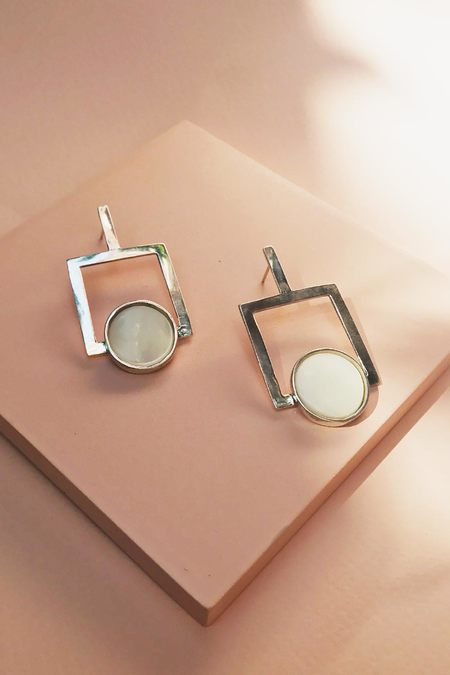 Tarin Thomas Arden Earrings - Silver/Mother of Pearl