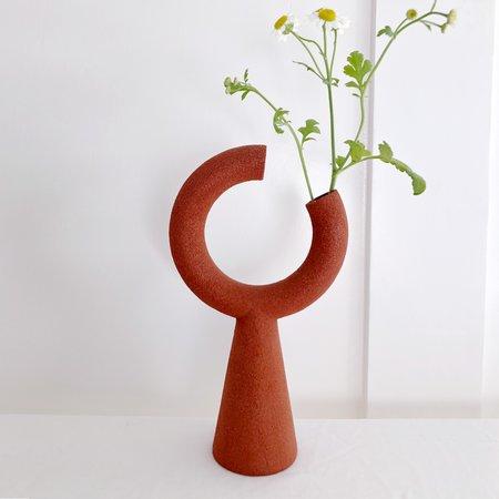 Metalepsis Projects Broken O Vase - Rust