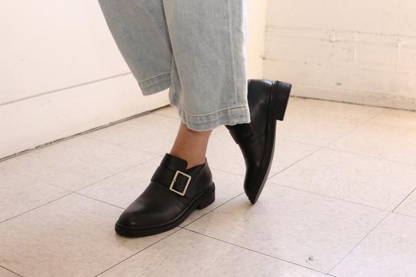 Intentionally Blank SANTI Black Leather