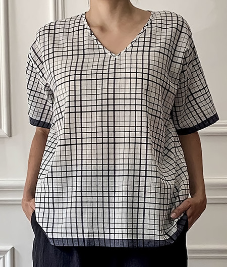 Maison de Soil Handwoven V neck Top - White/Navy