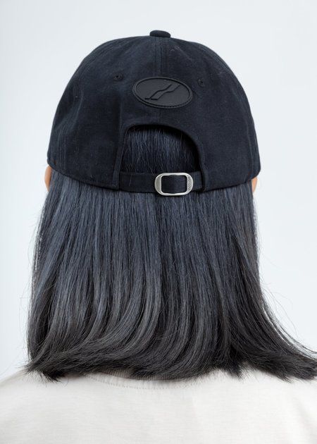 we11done Embossed Logo Cap - Black