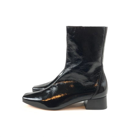 About Arianne Marion Boots