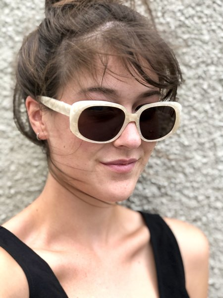 CARLA COLOUR Leia Sunglasses - Pearl
