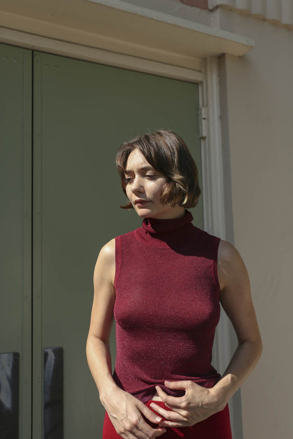 Nikki Chasin Brandy Sparkle Turtleneck in Burgundy