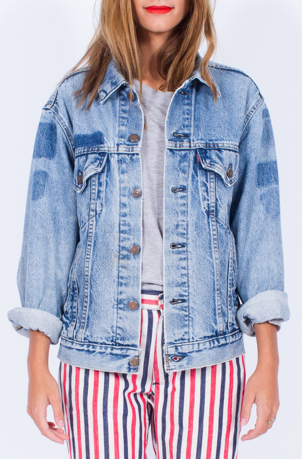 LEVI'S DENIM JACKET (MEDUIM)
