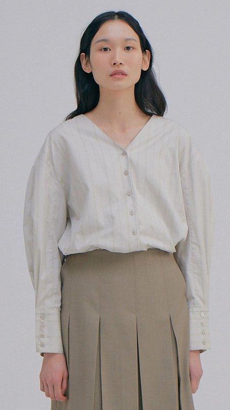 Wnderkammer V-neck Shirt - Light Grey